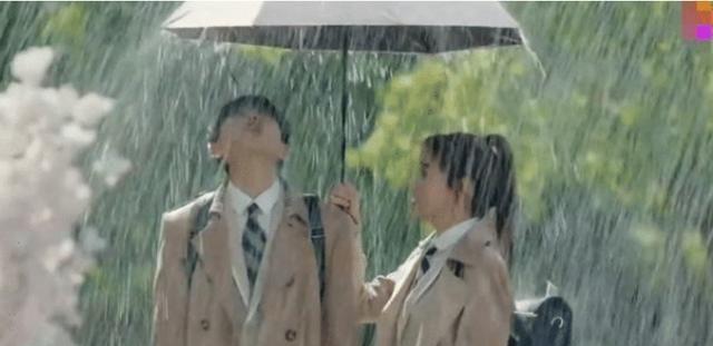 """有种""""演技""""叫蔡徐坤,淋雨戏超越想象,网友:回去打篮球吧"""
