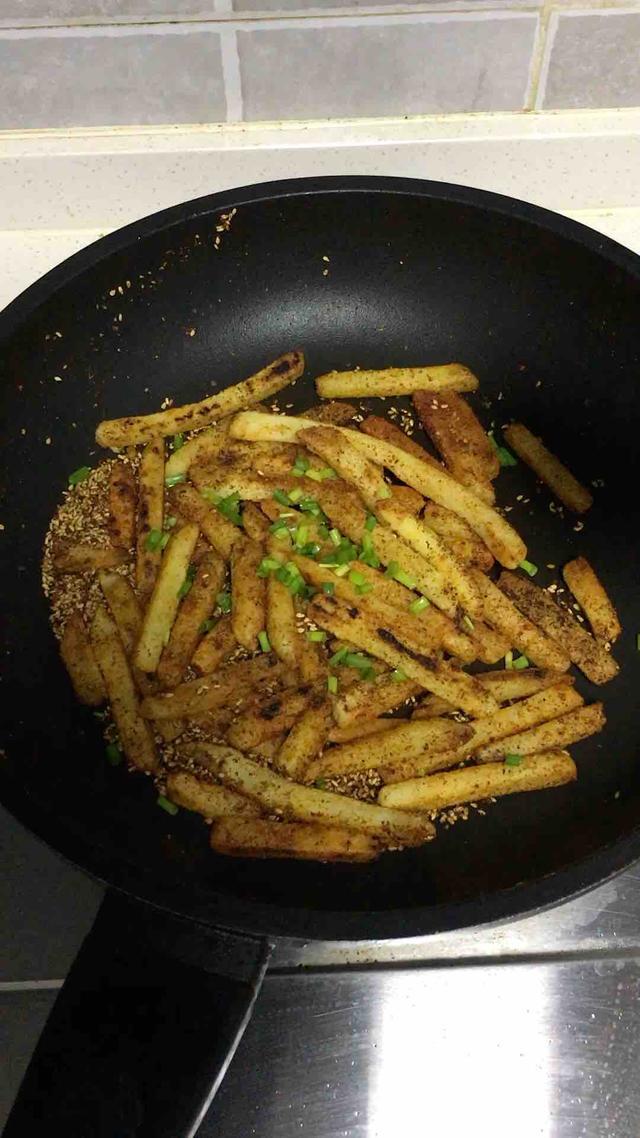 土豆条,2盘不够吃,外脆里嫩,香辣过瘾,秒杀烧烤摊