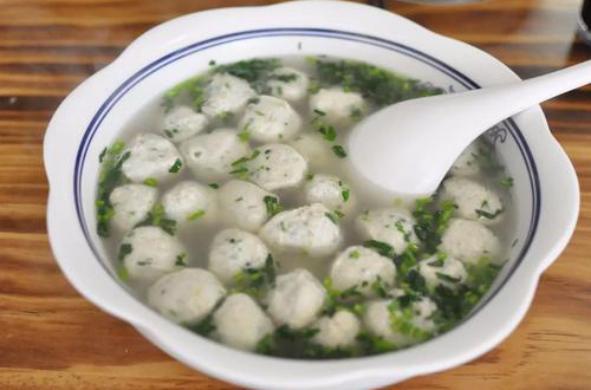 美食推荐:青笋火腿风鸡煲,白灵菇扒芥蓝,山药肉片,鲅鱼丸子汤