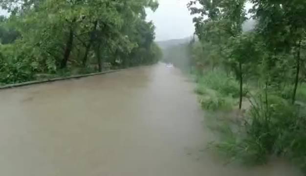 """""""黑格比""""带来大量降水,引起浙江省仙居县韦羌溪水位暴涨"""