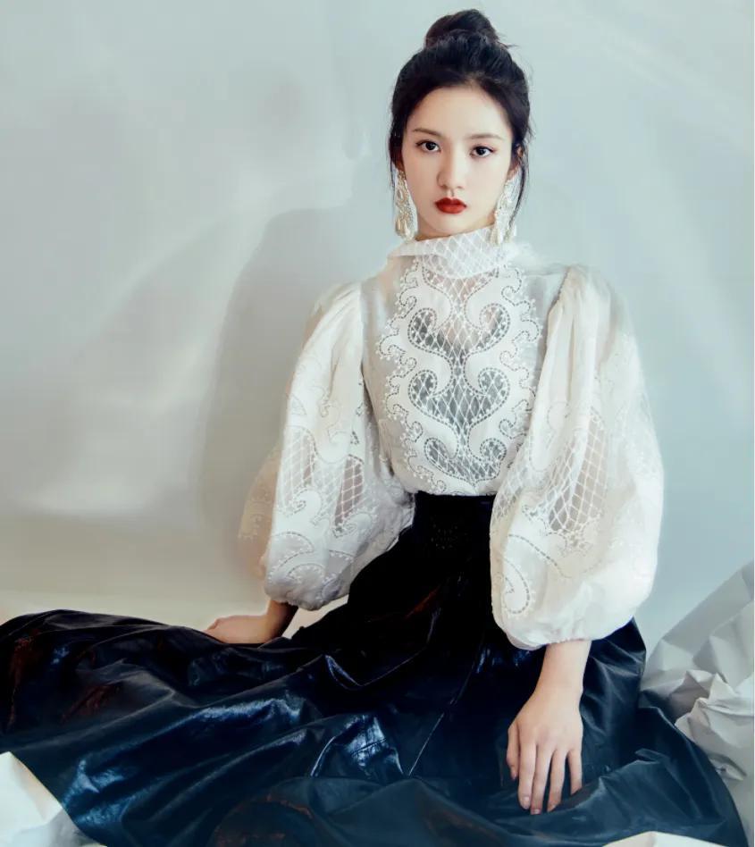 硬糖少女星光红毯造型希林娜依高像在逃公主,刘些宁宫廷风我爱了