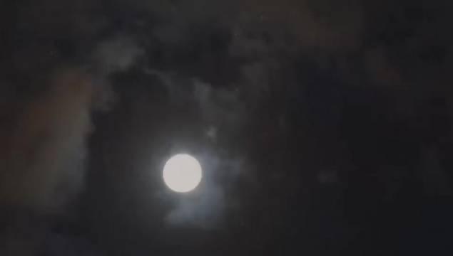 昨天林芝的月亮,守得云开见月明 (郑胜日/摄)