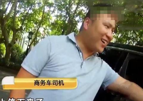 外卖小哥看手机撞了车 反怪司机没让他 交警好好给小哥上了一课