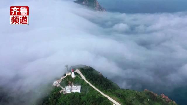 灯塔检修工: 北隍灯塔。云雾之间,若隐若现。每天……