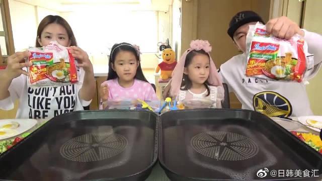 """韩国家庭吃播:销量很高的""""方便面""""……"""