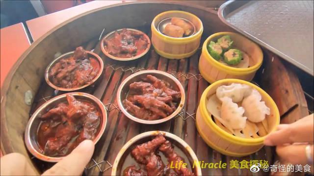 槟城美食中心午餐泰国猪脚饭猪杂汤点心……