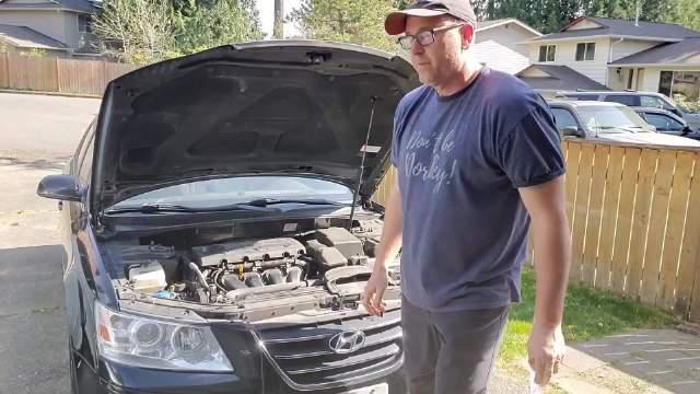 担心引擎机油不够怎么办 简介:汽车的机油尺在哪里?