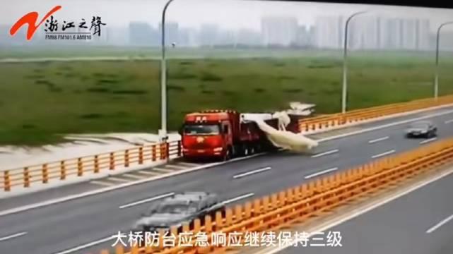 杭州湾跨海大桥大风应急预案由三级升级为二级……