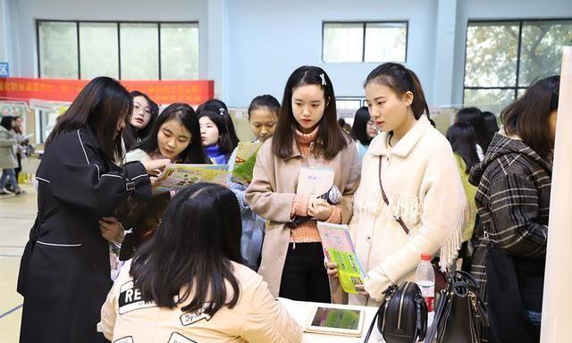 大学里就业率很高的5个文科专业,发展前景好,毕业生容易就业