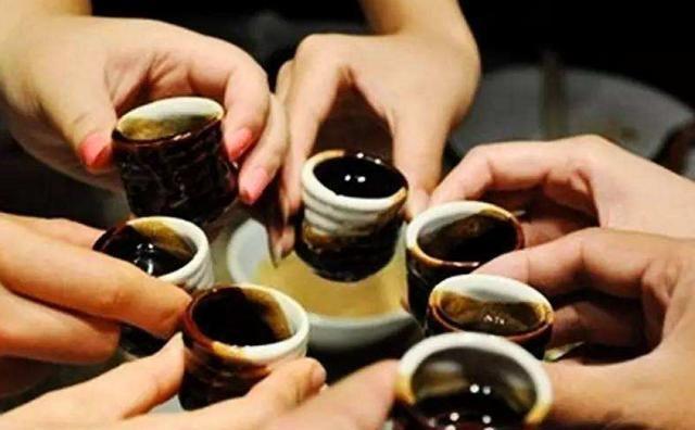 """河南人喝酒的4大""""怪习俗"""",一个比一个真实,看完都笑趴!"""