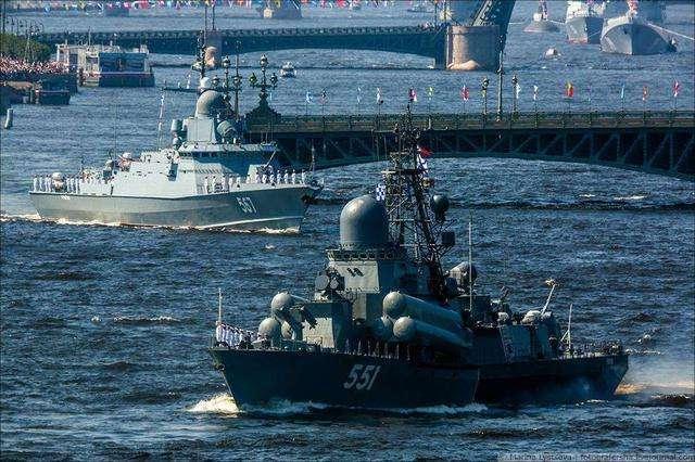 公然对美发起挑衅?北约舰队前脚刚走,俄黑海舰队20艘军舰抵达