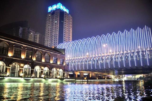 """武汉最知名的步行街,繁华不输春熙路,被誉为当代""""清明上河图"""""""