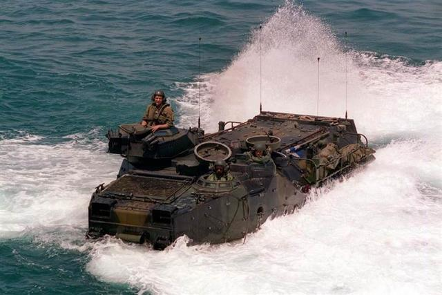 搜救2天后宣告放弃!8名美军下落不明,随两栖战车一起沉入海底
