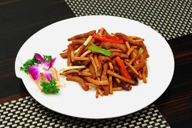 家常美味的茶树菇烧羊排,营养好吃超下饭,一大盘都不够吃