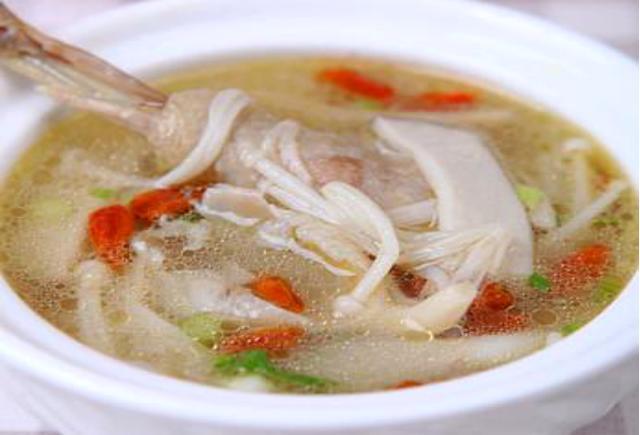 美食推荐:香菇蒸蛋羹,金针鸡汤,香菇炖豆腐,啤酒烧鸡翅