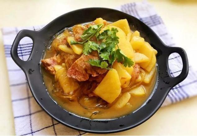 美食推荐:羊杂汤,土豆牛肉炖粉条,脆皮小河鱼,番茄虾仁蛋