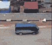 广西一小伙开面包车超载1人,被扣6分罚200元!