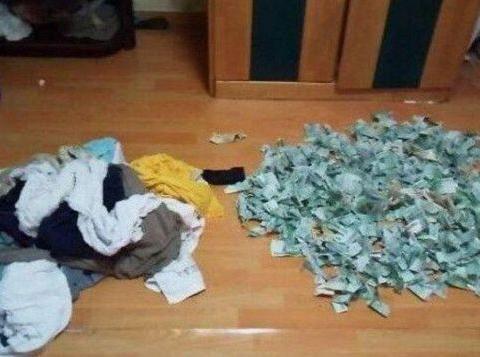 男子脑洞大开洗衣机藏钱,妻子洗完一看愣了,钱已经全部湿了