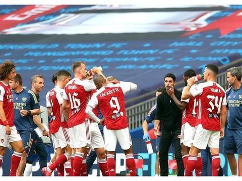 裁判太抢戏!阿森纳2-1切尔西,队史第14座足总杯冠军英格兰第一
