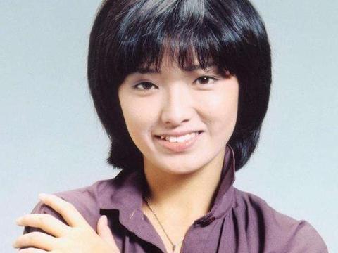 13岁出道,15岁红透全日本,21岁退出娱乐圈,永远的女神山口百惠