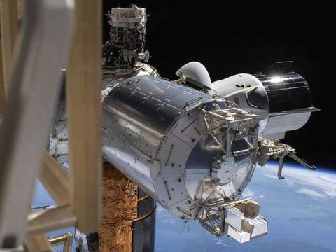 宇宙飞船溅落大西洋,美国控制中心满心鼓舞,已经打破俄罗斯垄断