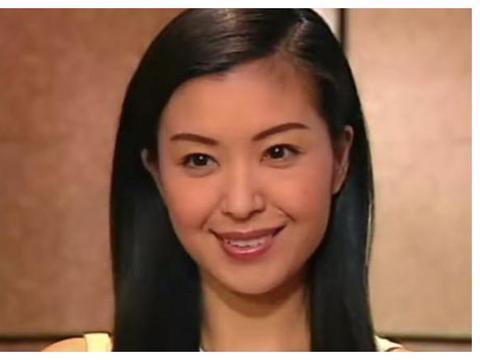 1990年,21岁伍咏薇嫁给52岁富豪翁培江,仅13天丈夫便离开人世