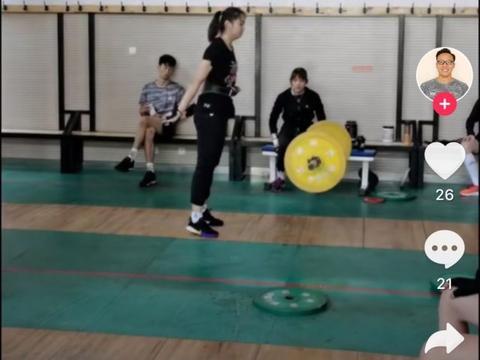 中国女排集训阵容调整!23岁二传无缘留队,郎平又征调一副攻