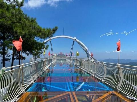实拍江西上饶葛仙山玻璃栈道,游客还不多,将来会成为网红打卡点