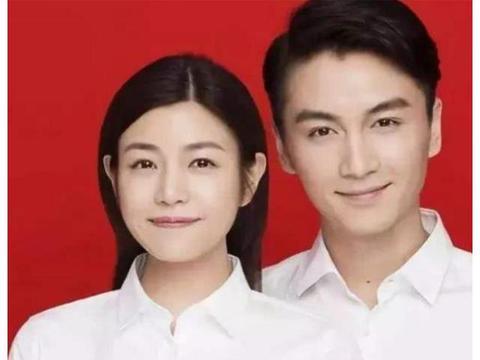 明星的婚纱照,别人都是红底白衬衫,就他俩穿黑T,但却最被看好