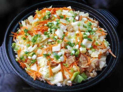 营养美味的胡萝卜肉丁焖饭,简单易做又家常好吃,孩子特喜欢