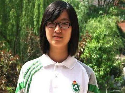 她小学考全班倒数第一,17岁拒绝清华北大,22岁抱儿子从哈佛毕业