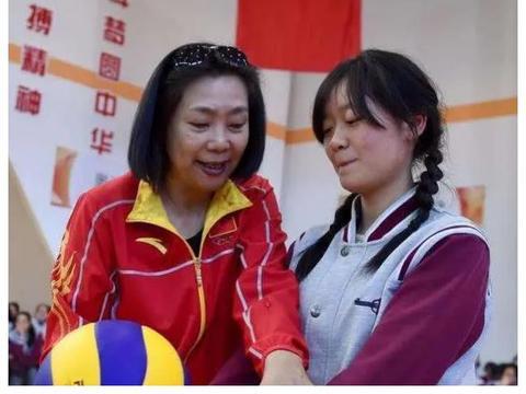 中国女排唯一一位五冠王,如今家财万贯,女儿成清华博士