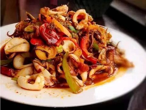 家常菜推荐:香辣盐菜鱿鱼、蘑菇鸡丝汤、沙锅豆腐的做法