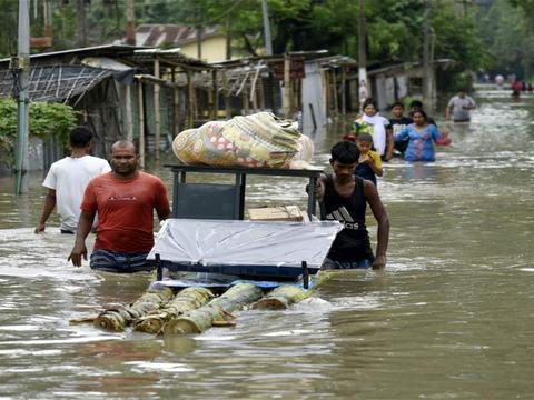 印度人这次碰上硬茬了,北方邻居开3个大坝闸门,水淹61座村庄