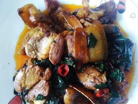 油炸五花肉是这种野菜的完美搭配,味道真好吃