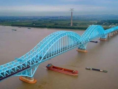 江苏耗资45亿,历时5年修建而成的长江大桥,坐拥3项世界之最