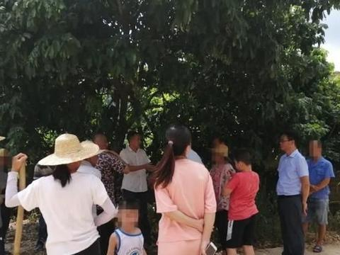 藤县这村水圳因纠纷导致阻塞农田无法耕种!人民调解来帮忙