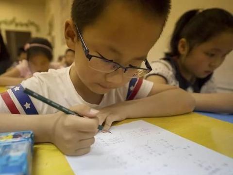 孩子的语文考了92分却被老师打了,一年级的语文必须是满分吗?
