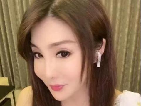 昔日武打女星杨丽菁多次脸崩,被嘲僵硬像假人,如今52岁仍单身