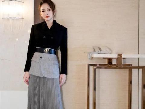陈乔恩终于有点40岁的样子了!穿西装配百褶裙,比扮嫩造型更美