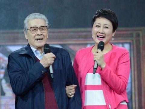 她曾为了角色两天不吃饭,冯小刚夸她是老戏骨,如今62岁越老越红