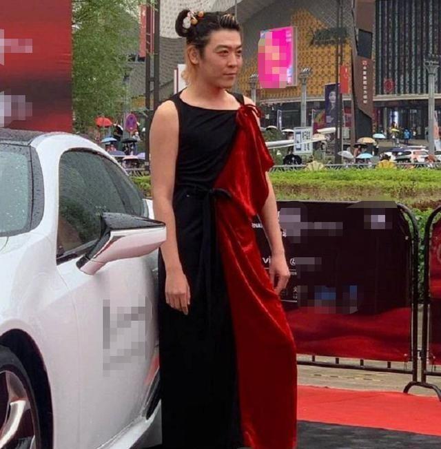 姜思达也太敢穿了吧,衣品风格越走越偏,可以和陈志朋切磋一下了