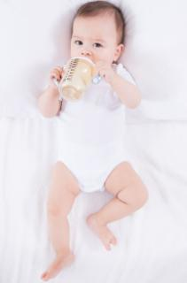 """""""厌奶期""""的宝宝怎么办?宝妈记住这六做四不做,轻松帮宝宝度过"""