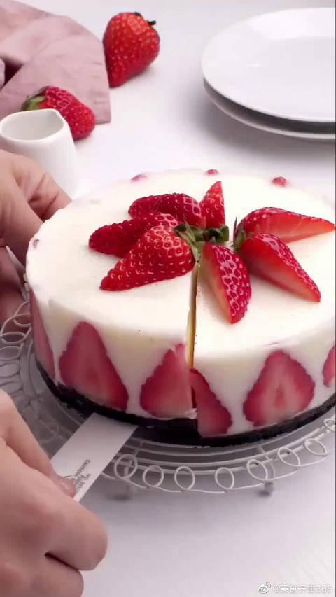 推荐你做这个草莓酸奶蛋糕,绝对不失败!