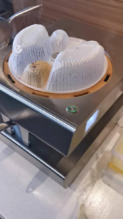 炒菜机器人,与食材、调料盒的配合……