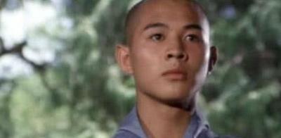 1992年,李连杰因一通电话浑身发抖,转身经纪人身中9弹当场毙命
