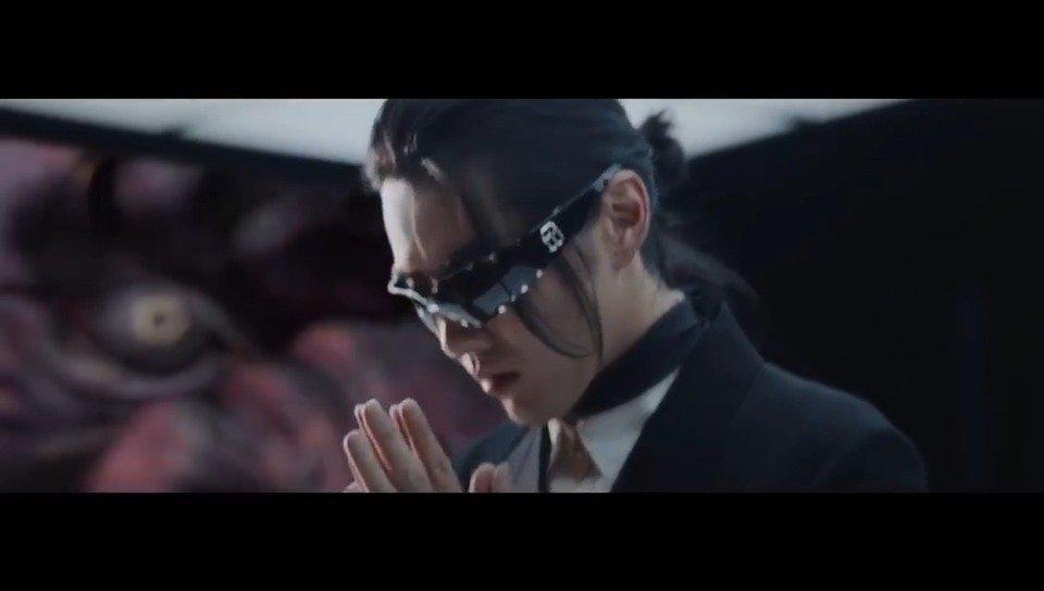凡凡最新的概念宣传片来了!黑发+黑墨镜+黑西装+黑皮鞋……