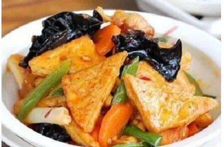 美食推荐:凉拌木耳,家常豆腐,西芹虾球,猪手焖酸菜