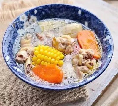 美食推荐:凉拌五花肉,白灼虾,酸菜炒肉丝,胡萝卜玉米鸡汤