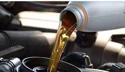 5000公里换一次机油靠不靠谱?老司机:完全在扯淡,很多人被骗了